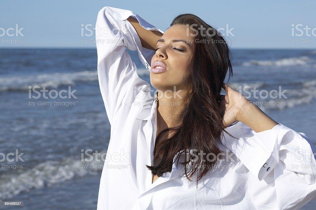 Beautiful Woman at seaside royaltyfri bildbanksbilder