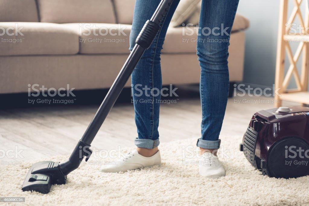 Beautiful woman cleaning - foto stock