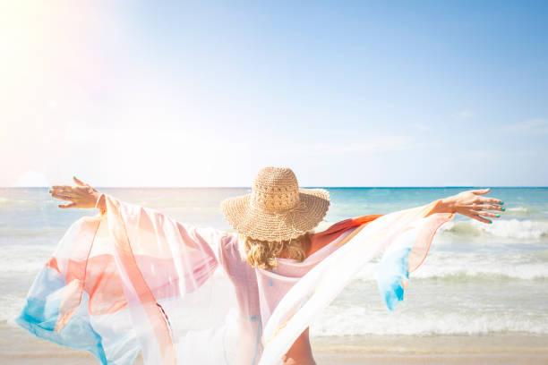 Schöne Frau genießt, Strand, Thailand, phuket – Foto