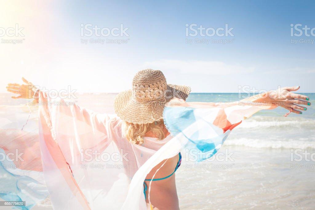 Güzel kadın sahiptir beach, Tayland, phuket stok fotoğrafı