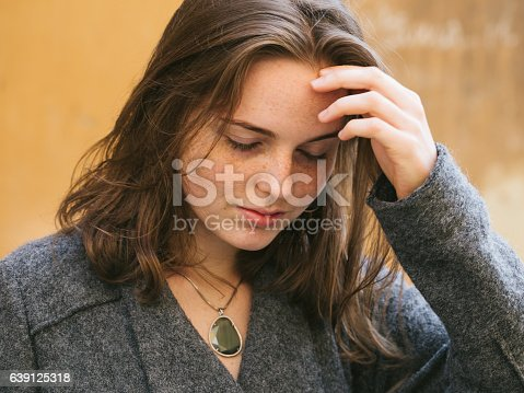 639939836 istock photo Beautiful woman face portrait freckles street city fashion 639125318