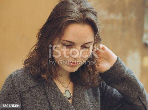 639939836 istock photo Beautiful woman face portrait freckles street city fashion 639125394