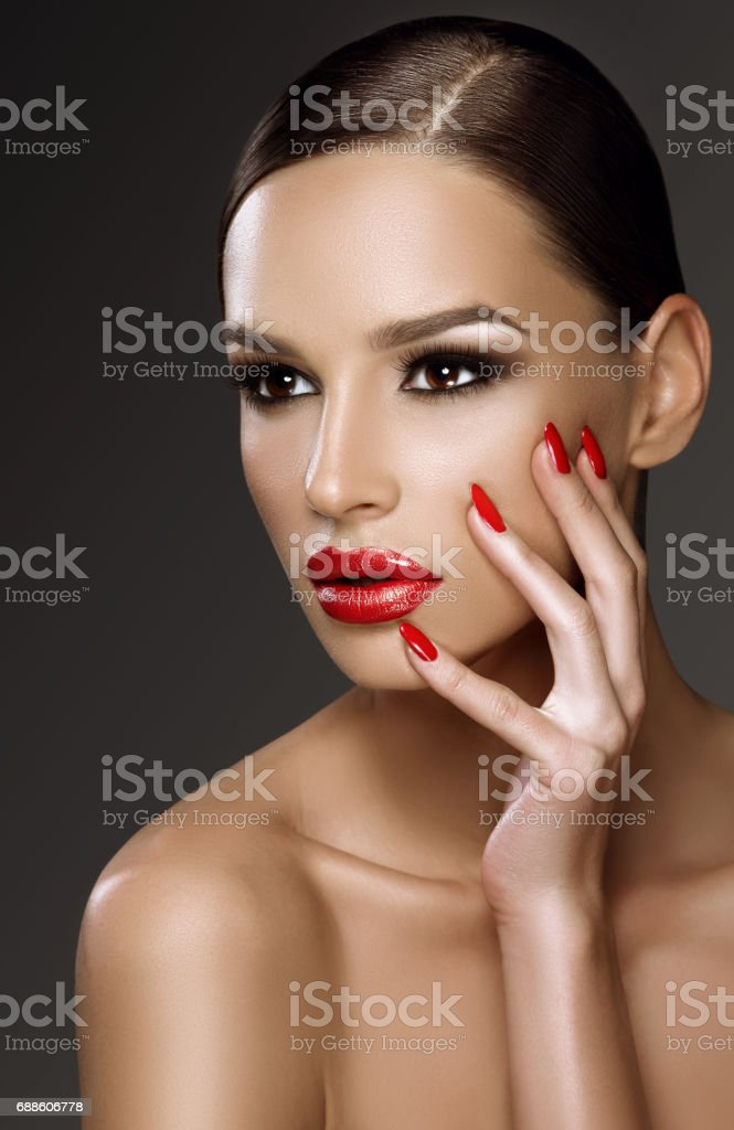 Beautiful woman, glamour portrait on dark background - foto de acervo