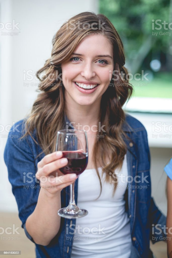 Beautiful woman holding a glass of red wine foto stock royalty-free
