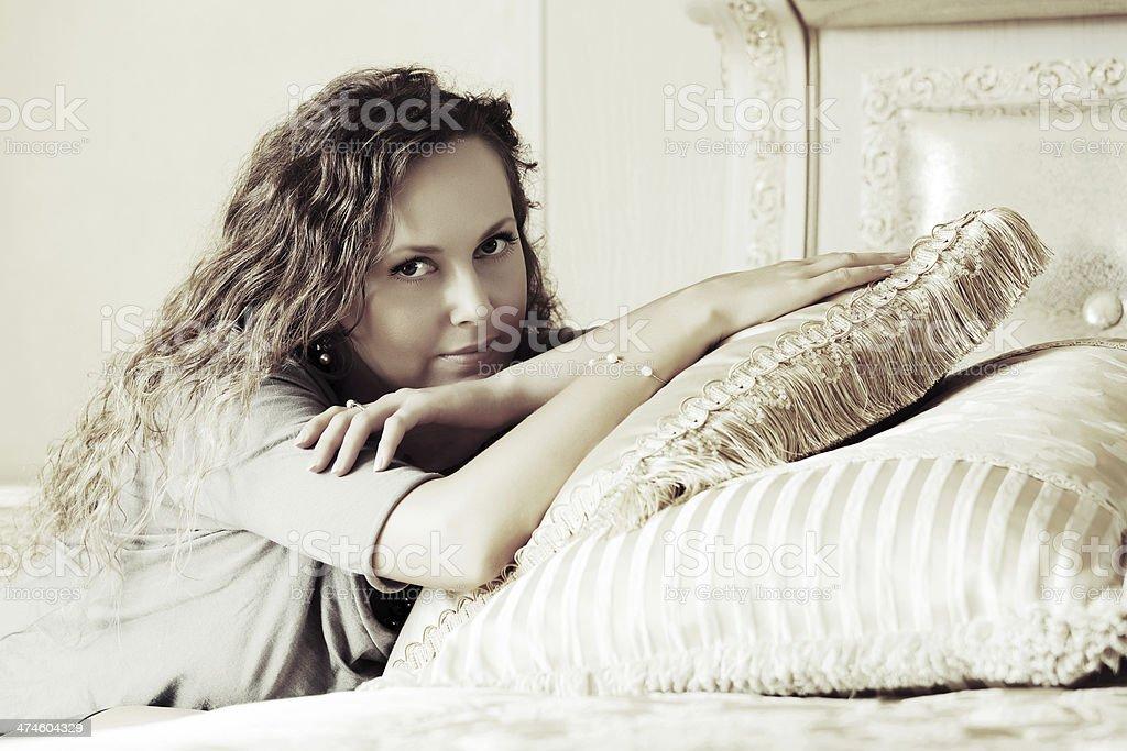 Bella Donna In Una Camera Da Letto - Fotografie stock e ...