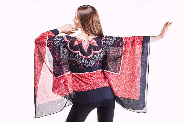 schöne frau in elegantem kleid im studio - bedruckte leggings stock-fotos und bilder