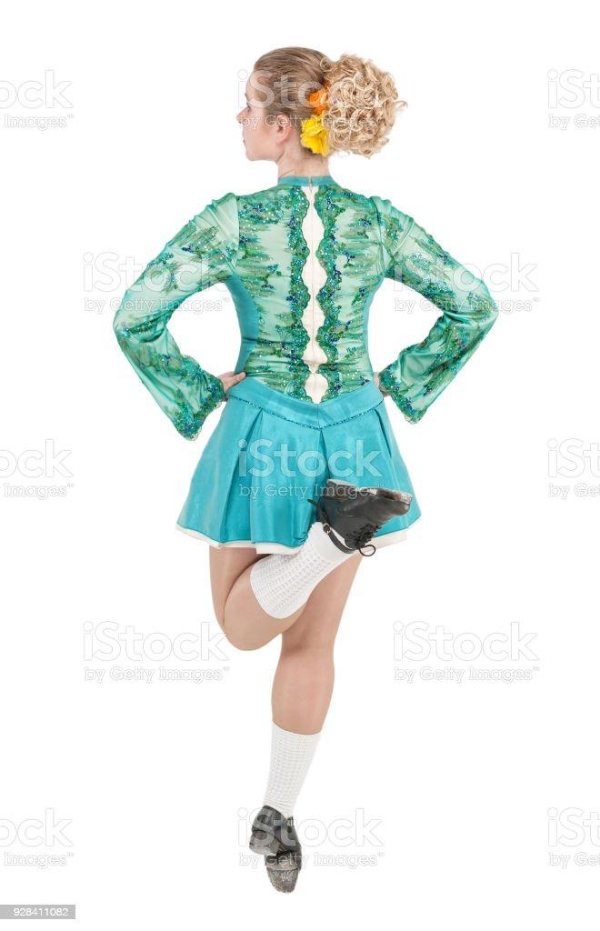 52084c48a7b Bela mulher de vestido para dança irlandesa volta pose isolado foto  royalty-free