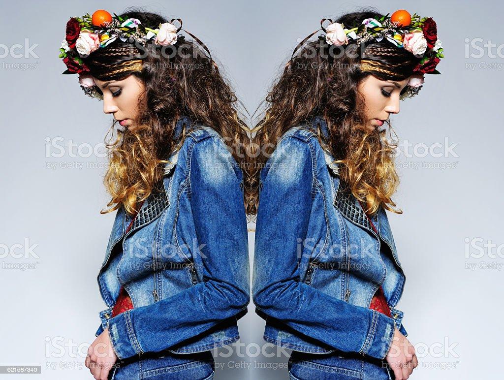 Belle femme avec une couronne de fleurs - Photo