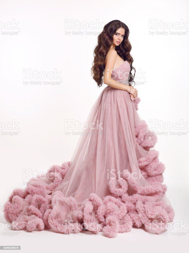 Fotografía de Hermosa Mujer En Vestido Rosa Exuberante Lujo Morena ...