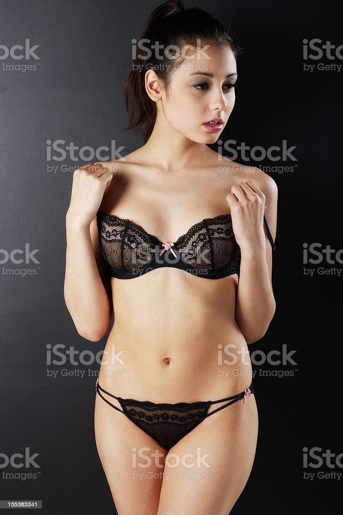 seksualniy-bele-zhenshin-foto-trah-na-prirode-zhenshinoy-v-vozraste