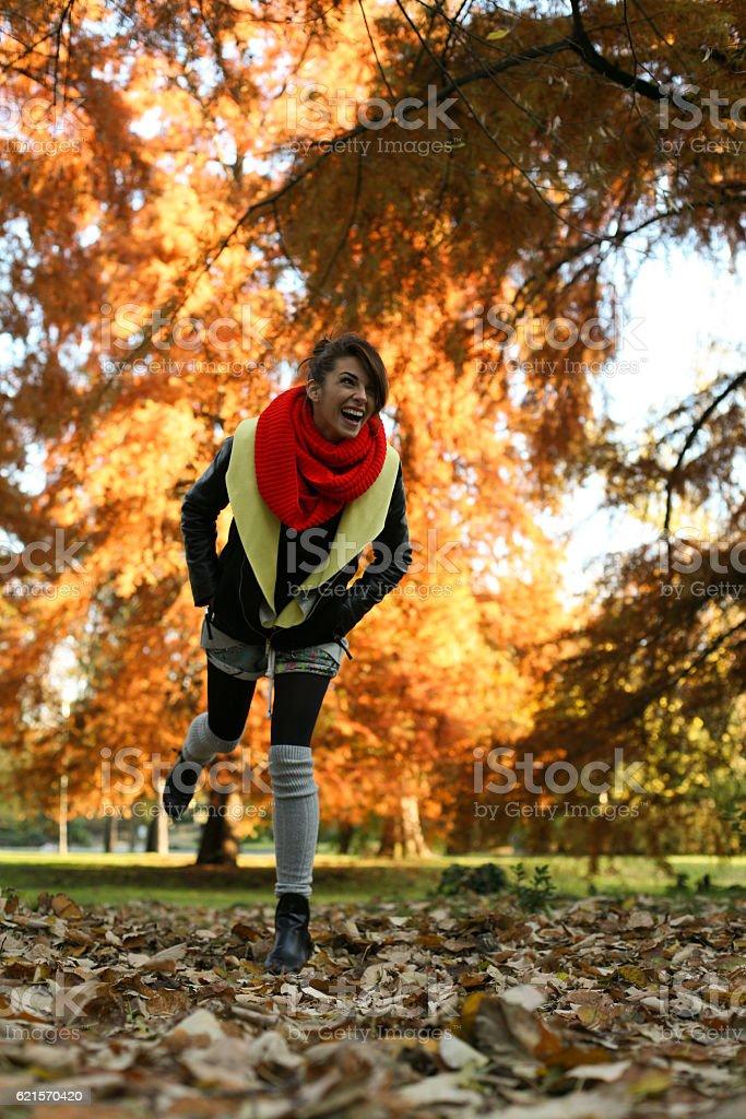 Beautiful woman in the park. photo libre de droits