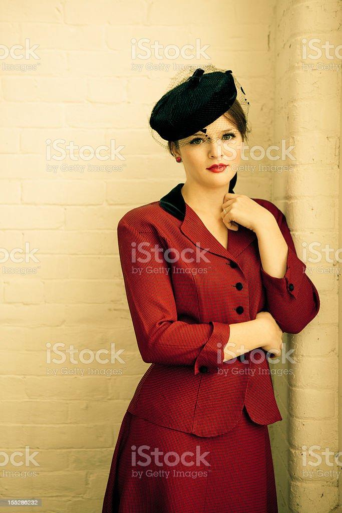 check out 78a1e 5d12b Bella Donna In Abbigliamento Vintage Degli Anni40 ...