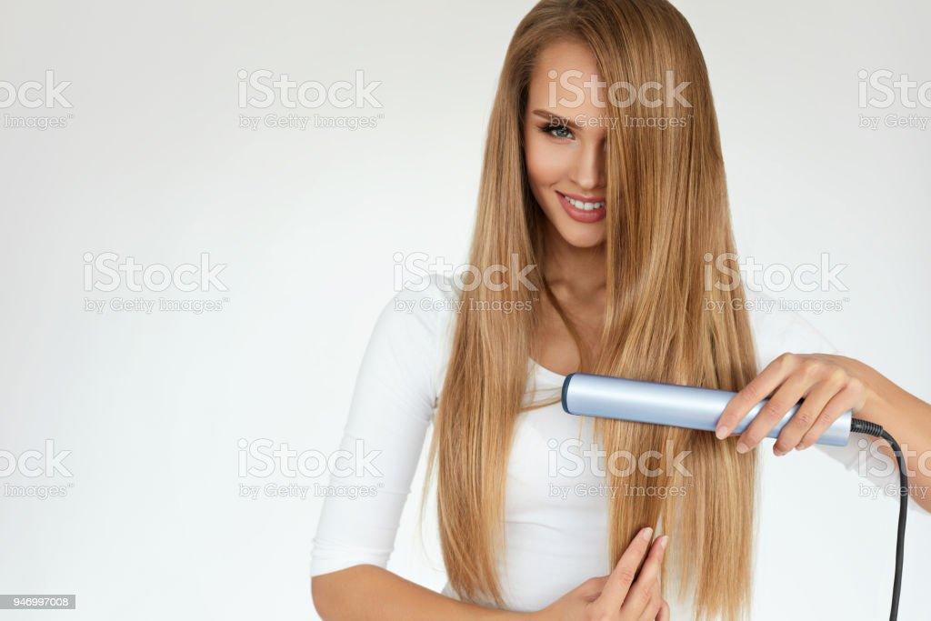 Schöne Frau Ein Bügeleisenbrett Lange Glatte Haare Mit