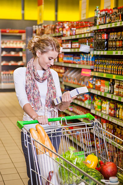 Beautiful woman looking at some product in a supermarket – Foto