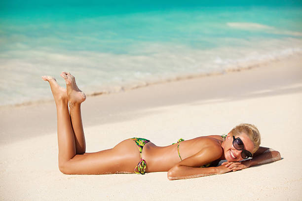 beautiful woman on the beach - 20 29 years stock photos and pictures