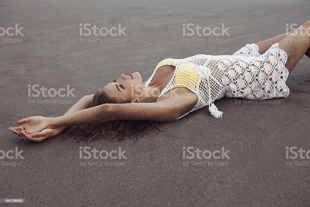 Schöne Frau am Strand – Foto