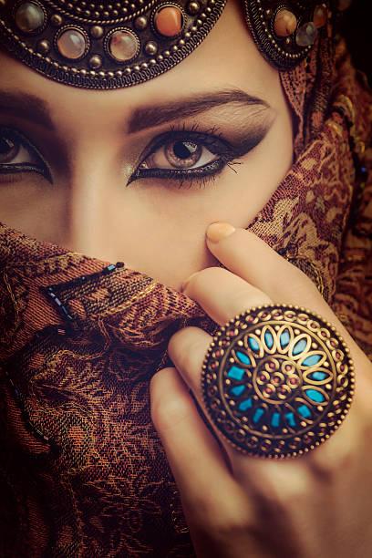 belle femme - femme arabe photos et images de collection