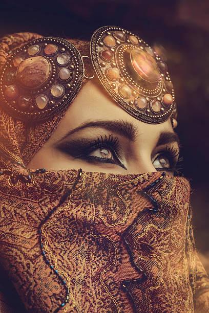 schöne frau - ägyptisches make up stock-fotos und bilder