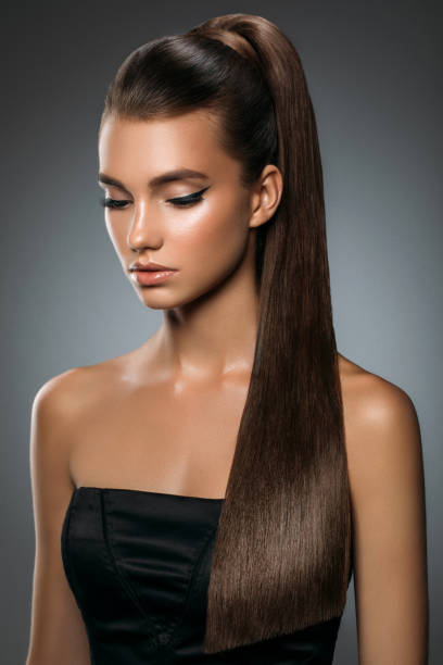 belle femme - cheveux lisses photos et images de collection