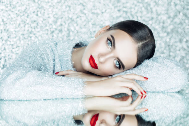 hermosa mujer - moda de invierno fotografías e imágenes de stock