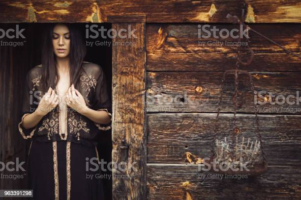 Piękna Kobieta - zdjęcia stockowe i więcej obrazów 20-29 lat