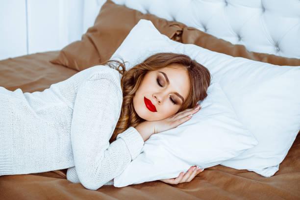 Schöne Frau Schlafen – Foto