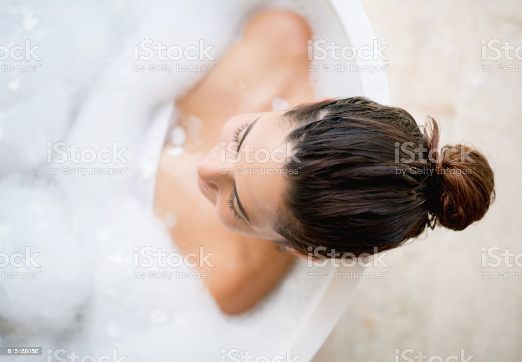 Beautiful woman taking a bath - foto stock