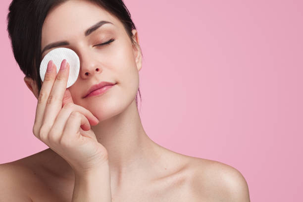 beautiful woman using cotton pad - eyelid stock pictures, royalty-free photos & images