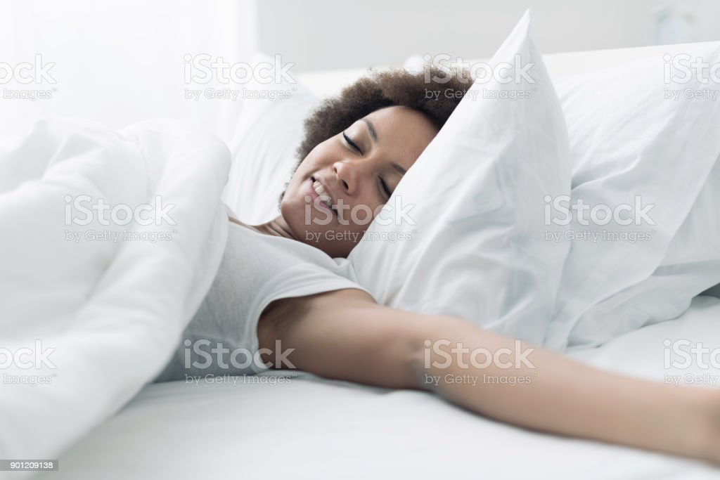 Hermosa mujer Despertando - foto de stock