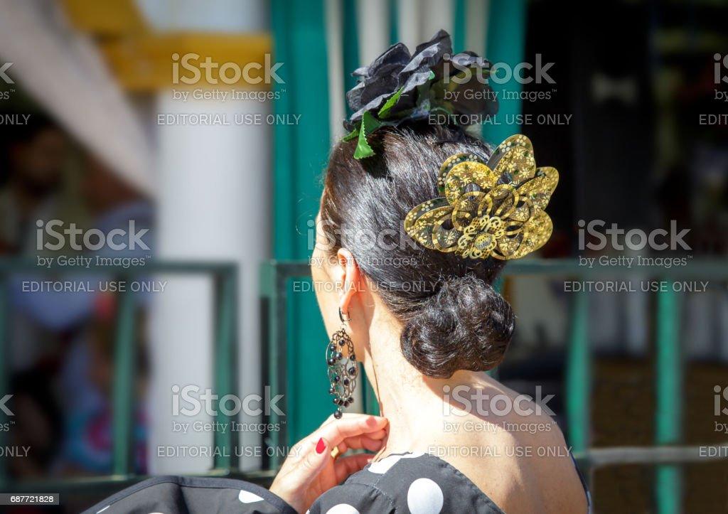 Porter Robe De Flamenco Belle Femme Detail De La Coiffure Espagnole
