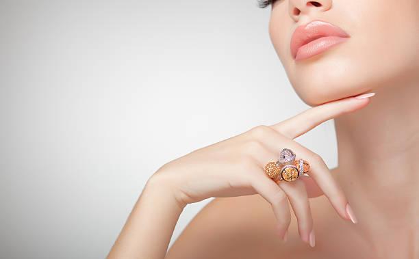 beautiful woman wearing jewelry, very clean image with copy space - hand gold jewels bildbanksfoton och bilder