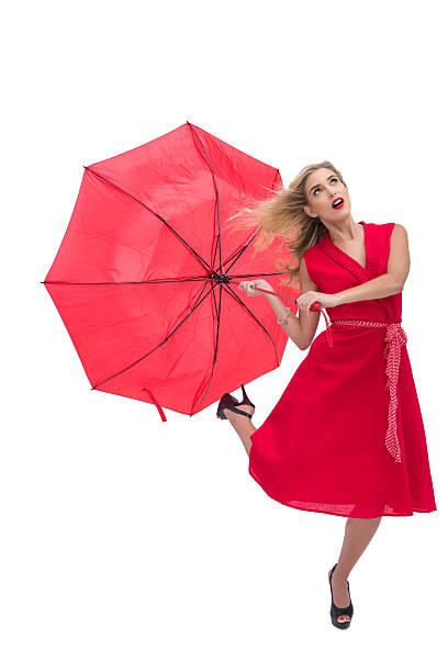 schöne frau mit roten kleid holding regenschirm - wickelkleid lang stock-fotos und bilder