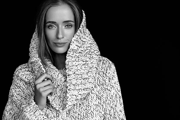 mulher bonita com roupas de inverno  - 30 39 anos - fotografias e filmes do acervo