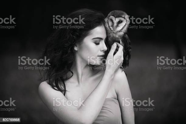Beautiful woman with an owl picture id820769868?b=1&k=6&m=820769868&s=612x612&h=r4gcpv41k3scsppjw45eekjkrio8pa swykarci6aby=