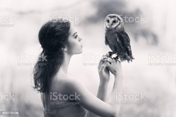Beautiful woman with an owl picture id820770106?b=1&k=6&m=820770106&s=612x612&h=psdabakrxrbsto5ceklfd7ctqc0qaekwtntt8e3ccki=