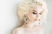 美しい女性、美しい earings や髪型