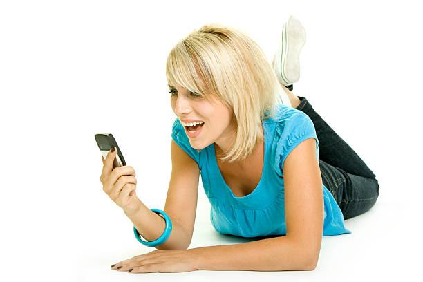 Belle femme avec téléphone portable isolé sur blanc - Photo