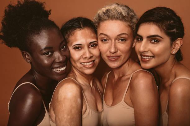schöne frau mit verschiedenen hauttypen - indische gesichtsfarben stock-fotos und bilder