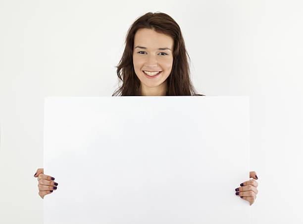 Schöne Frau mit leeren Schild – Foto