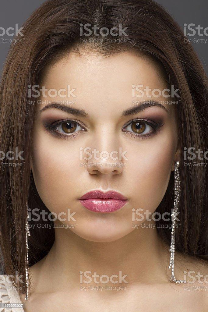 Bella mujer con maquillaje de noche foto de stock libre de derechos