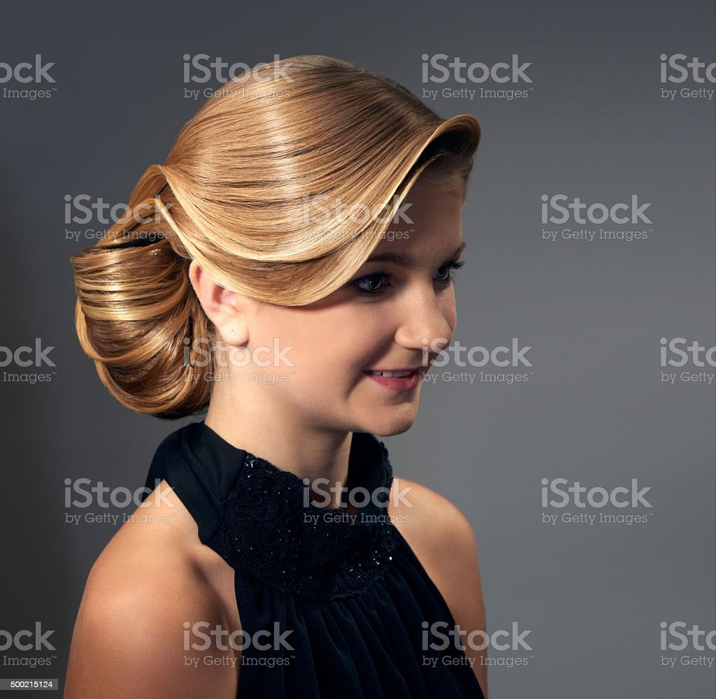 Schone Frau Mit Mode Frisur Stockfoto Und Mehr Bilder Von 2015 Istock