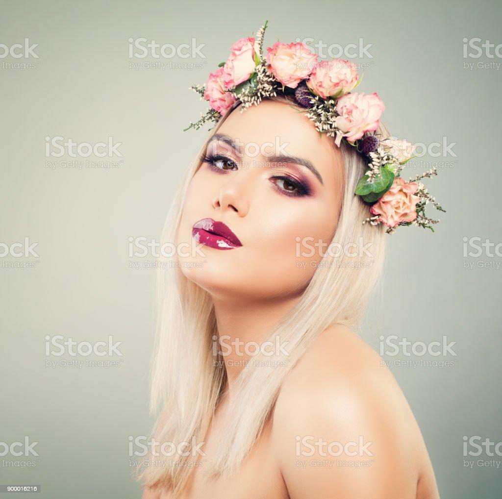 Photo De Stock De Belle Femme Avec Des Fleurs Dans Les Cheveux