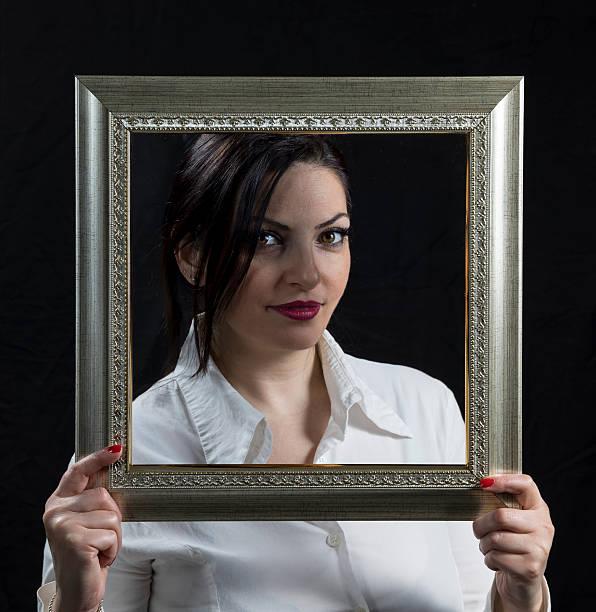 Bella donna con cornice - foto stock