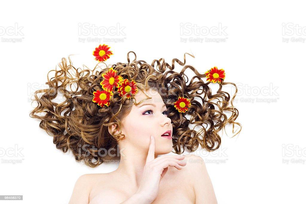 Bellissima donna con lunghi Capelli ricci foto stock royalty-free