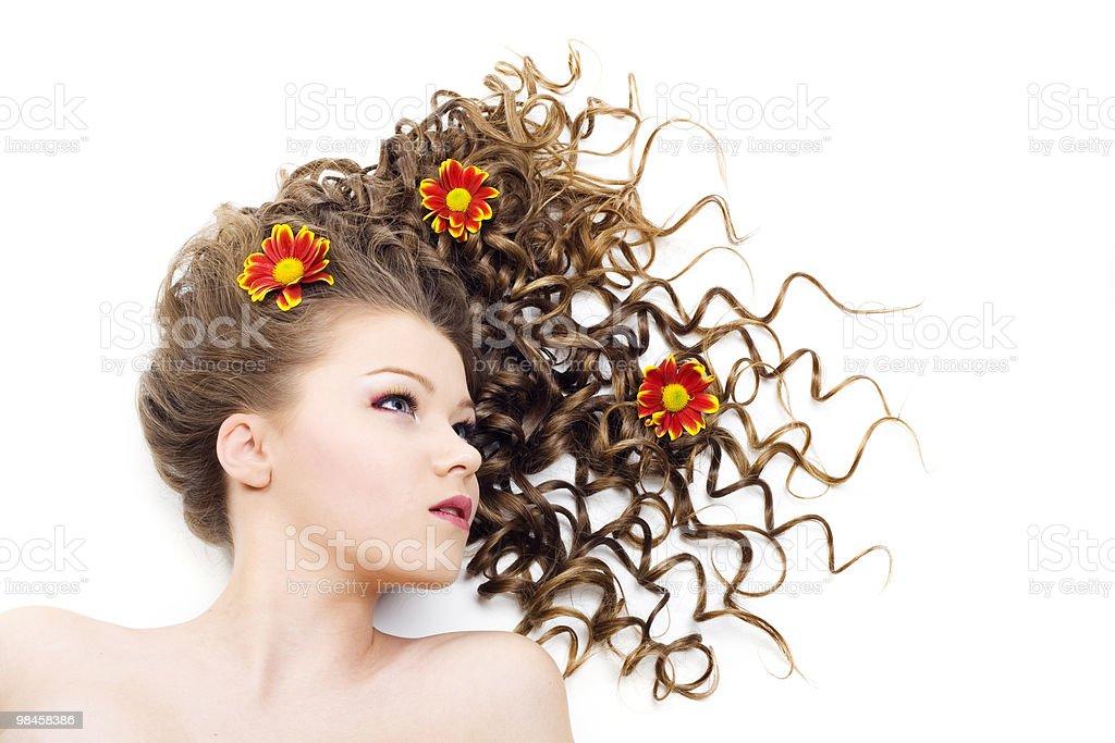 아름다운 가진 여자 걸리죠 꼬불꼬불한 머리 royalty-free 스톡 사진