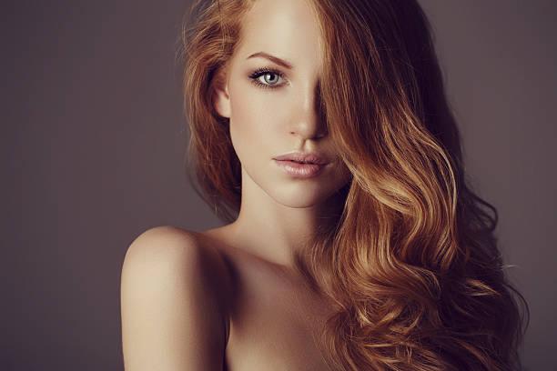 美しい女性、贅沢な毛 ストックフォト