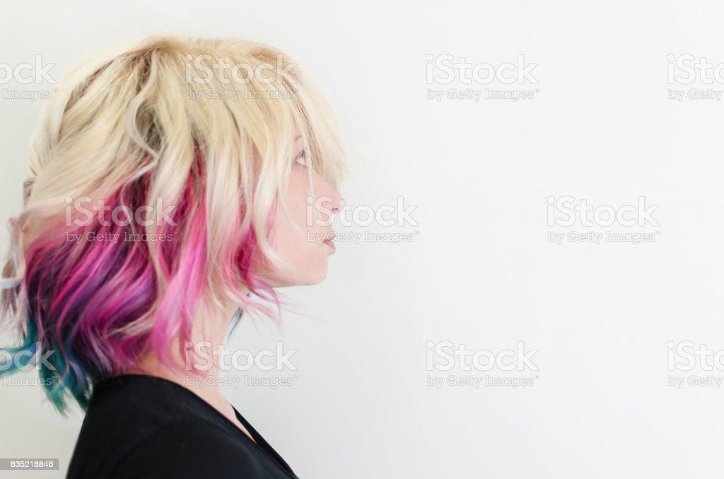 Mulher bonita com cabelo magnífica galáxia - foto de acervo