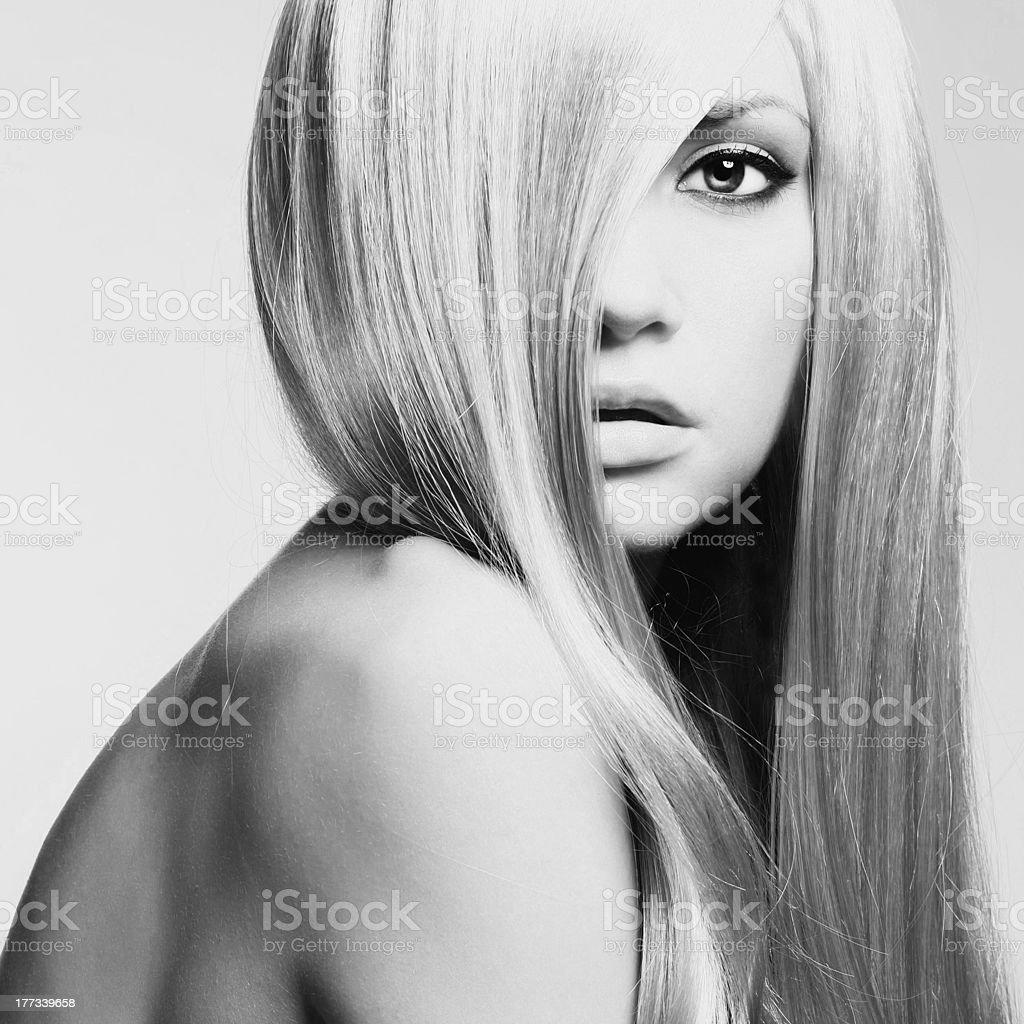 Hermosa mujer con pelo magnífico - foto de stock