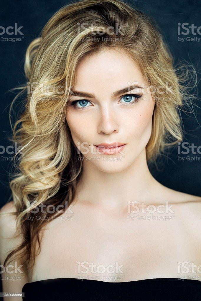 Mulher bonita com maquiagem - foto de acervo
