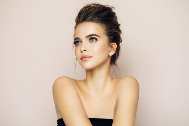 schöne frau mit natürlichen make-up - alltagsaugen make up stock-fotos und bilder